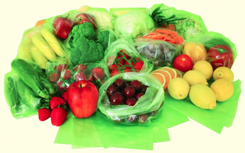An array of various different fruits and veggies in Evert-Fresh Green Bags