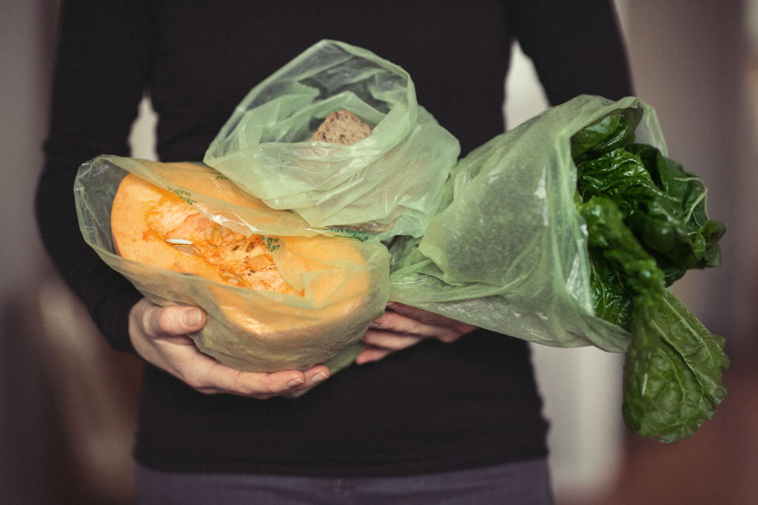 Naturopath Lisa Fitzgibbon demonstrates that Evert-Fresh Green Bags help keep organic produce fresh